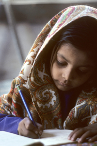 Young girl doing her school-work in Karachi. © UN Photo/John Isaac
