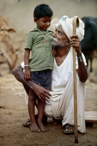 A grandfather in the Banjara tribal community showering his affection on a young boy near Hyderabad. © UN Photo/John Isaac